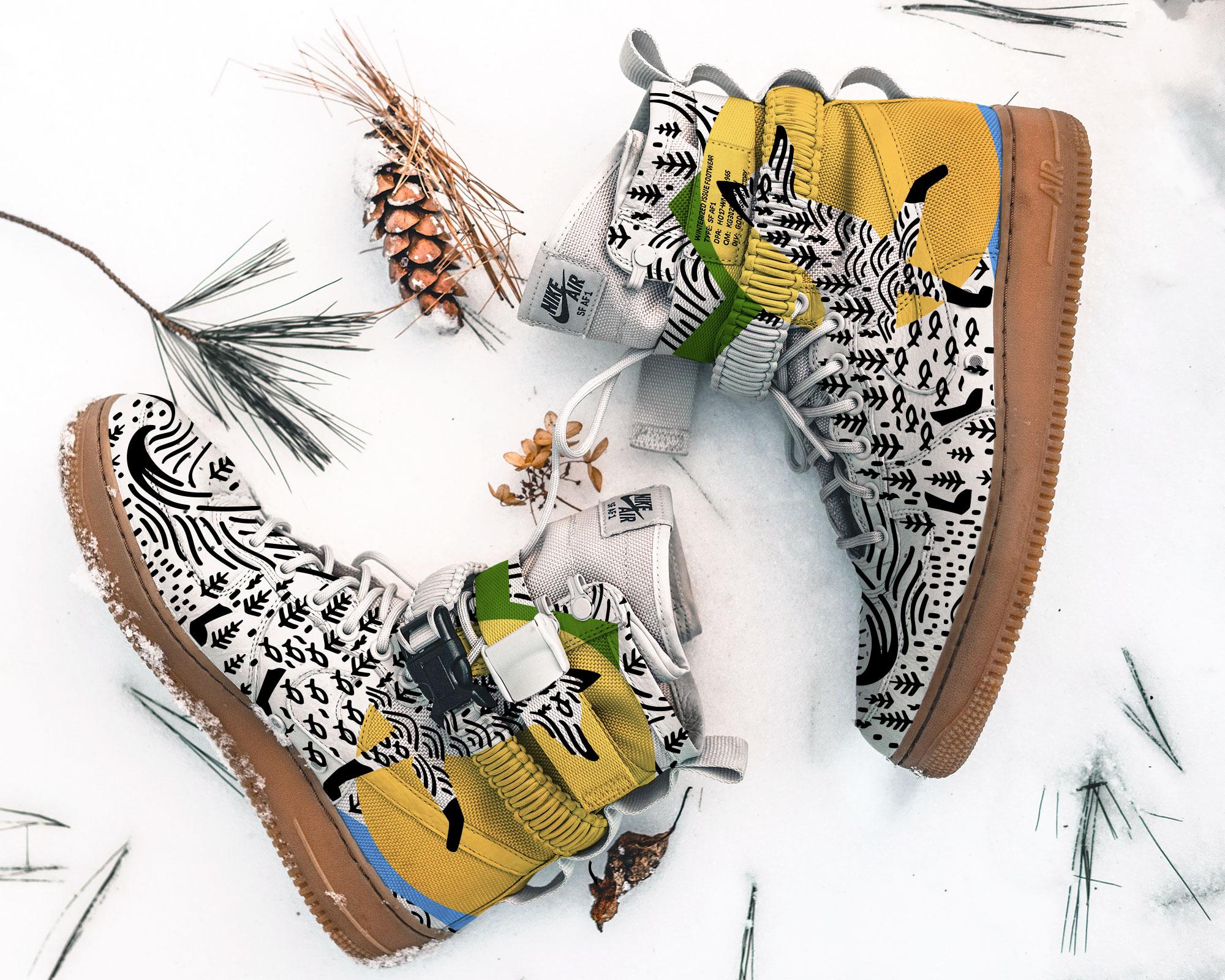 Брендированные кросовки на снегу